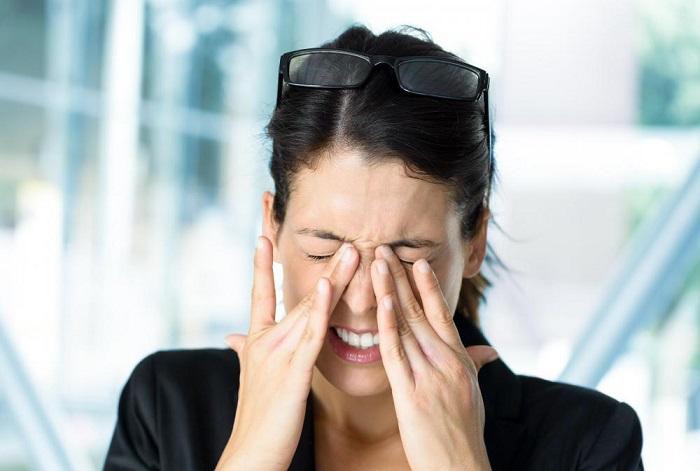 Напряжение глазное