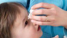 Ребенку лечат глаза