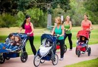 Мамы на прогулке с детьми