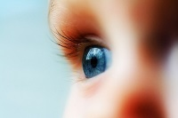 Правый глаз малыша