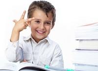 Ребенок за учебниками