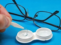 Контактные линзы и очки