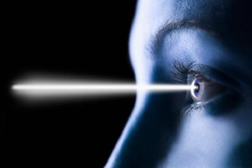 Светящийся глаз