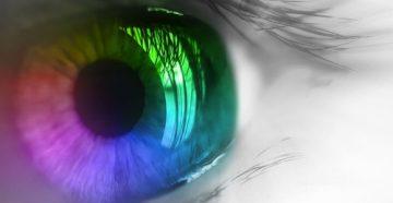 Зрачок отражает разные цвета